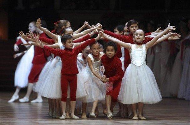 Madia_Vienna-Opera-Ball-2010_Minute-Waltz